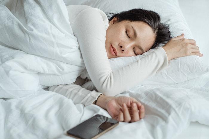 Dame der sover