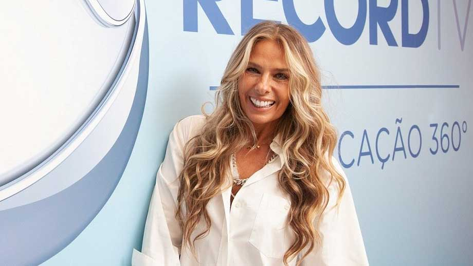 Power Couple Brasil é comandado por Adriane Galisteu