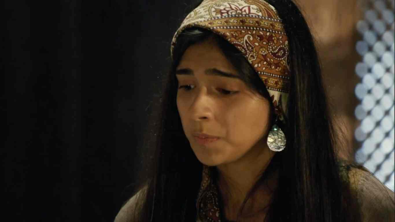 Juhlia Ficer, atriz de 21 anos, estreou hoje na novela Gênesis, interpretando a personagem Salma. A atriz comemora a estreia em novelas.