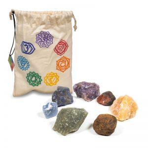 Set van 7 chakrastenen in katoenen tasje