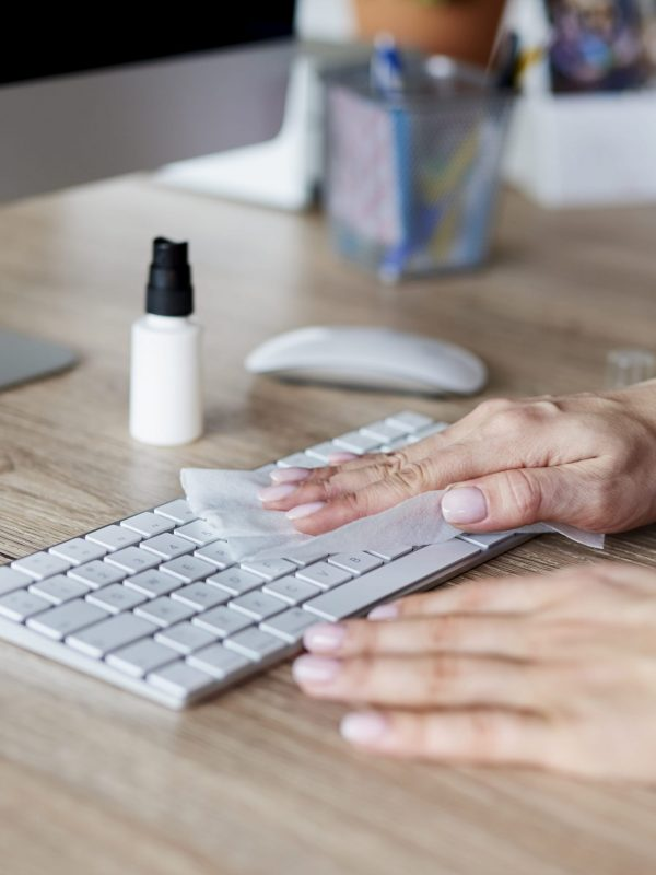 woman-cleaning-keyboard-in-the-office-UG4DEYL-min