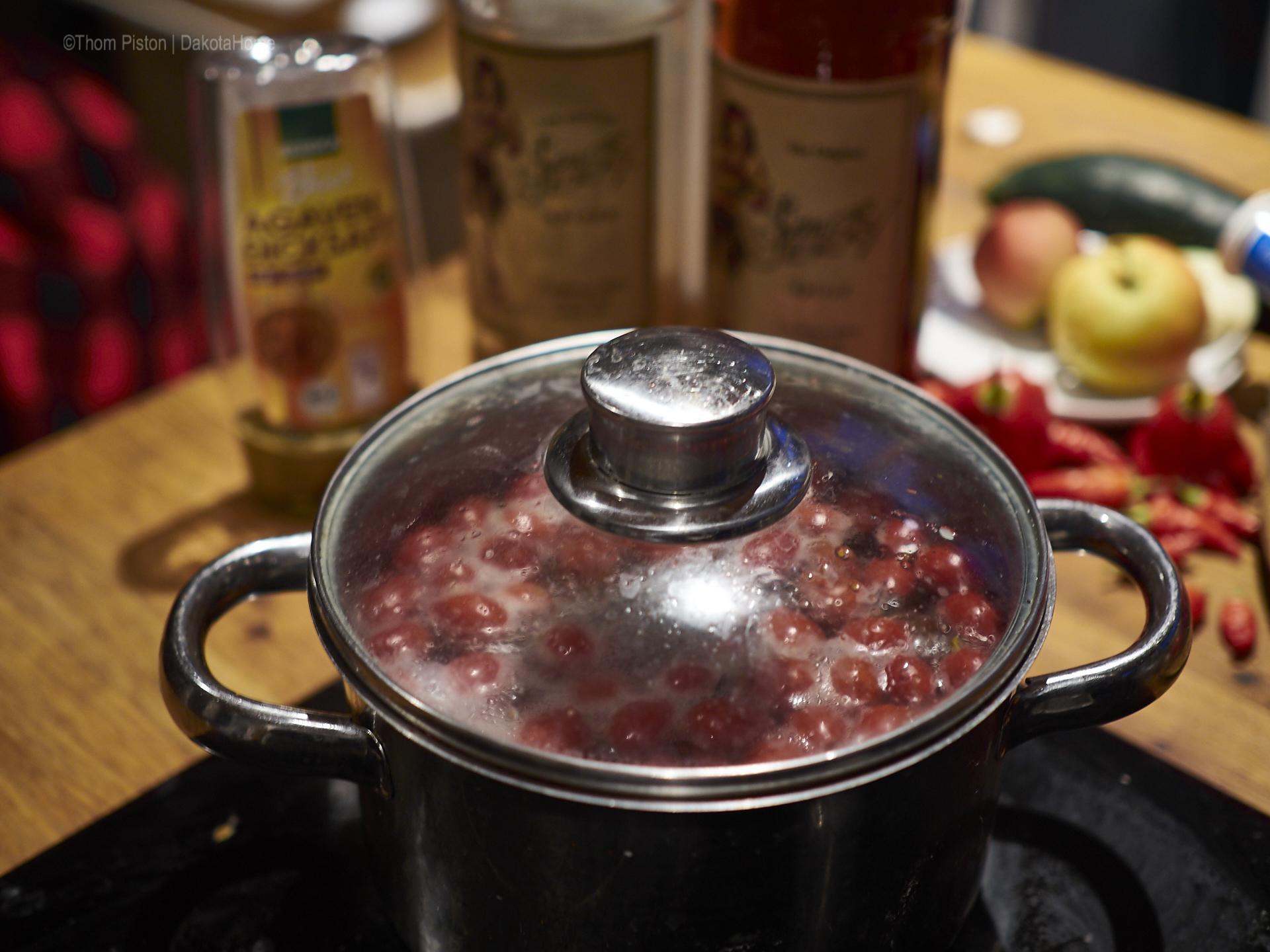 gesunder hagebutten tee..aehm natürlich mit n bisschen rum..an kalten abenden..