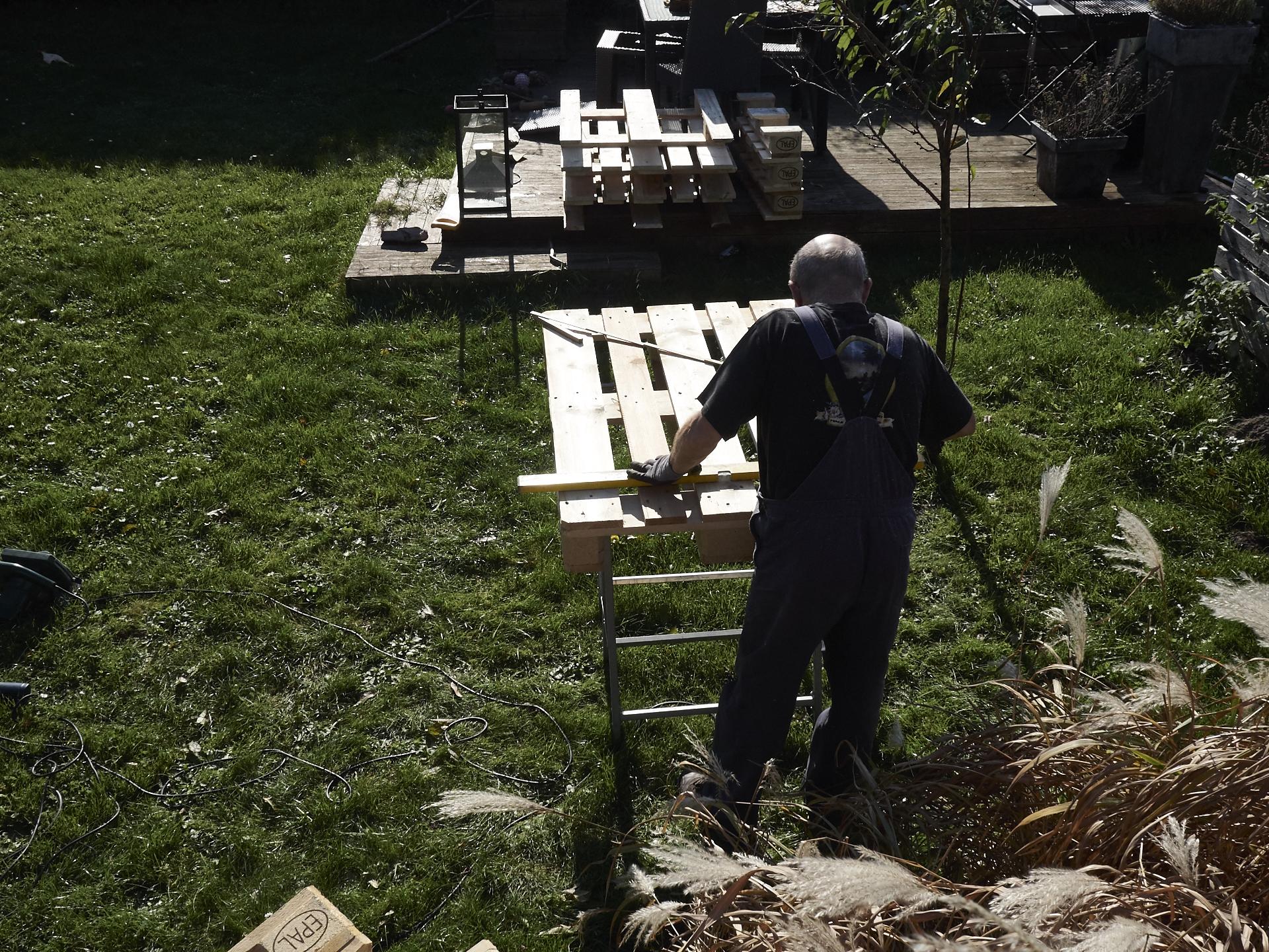 bett aus paletten selbstgebaut, natürlich mit hilfe von bett aus paletten selbstgebaut, natürlich mit hilfe von bernhardund seinem werkzeug seinem werkzeug