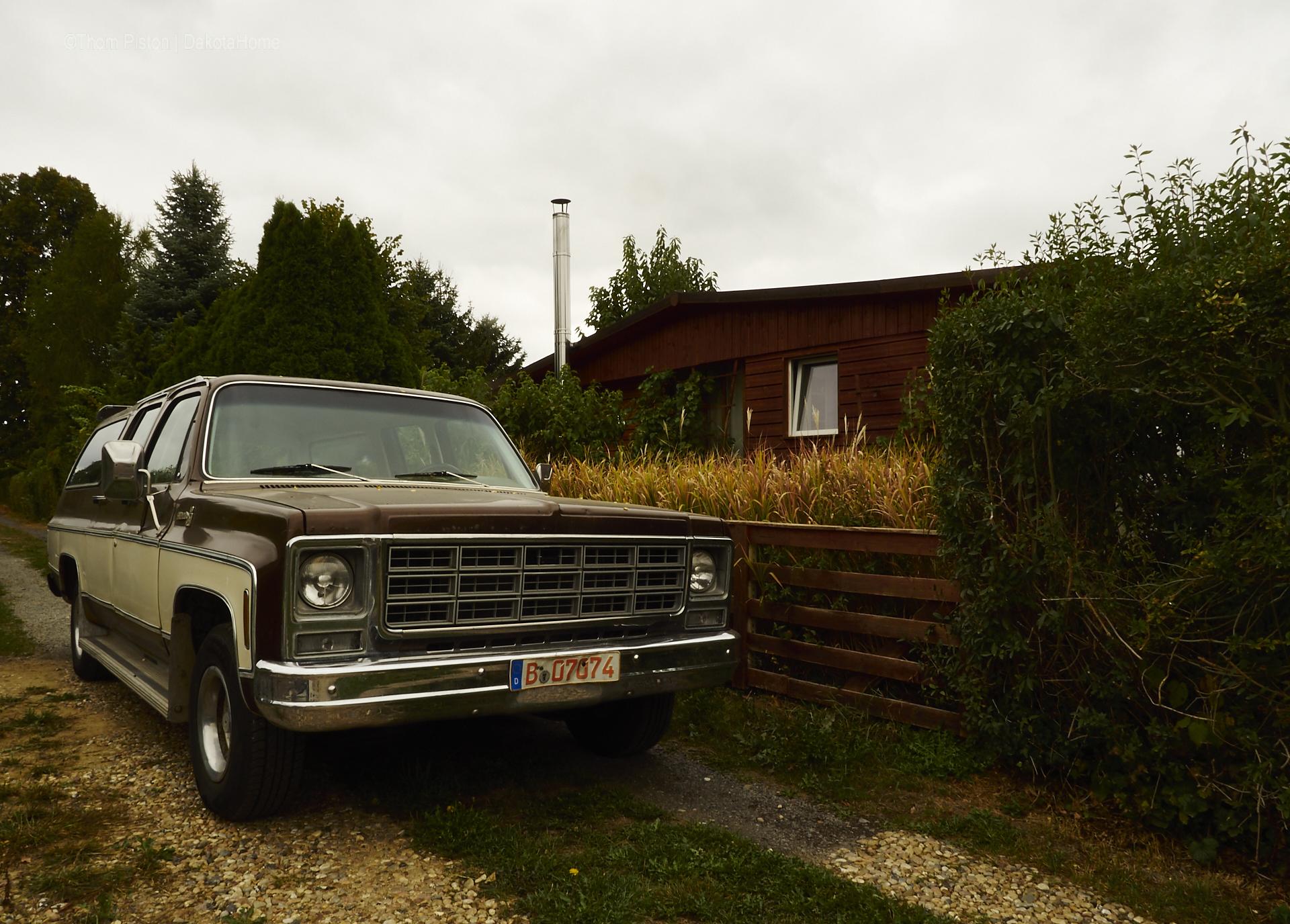 Chevy Suburban, Dakota Home Transporter