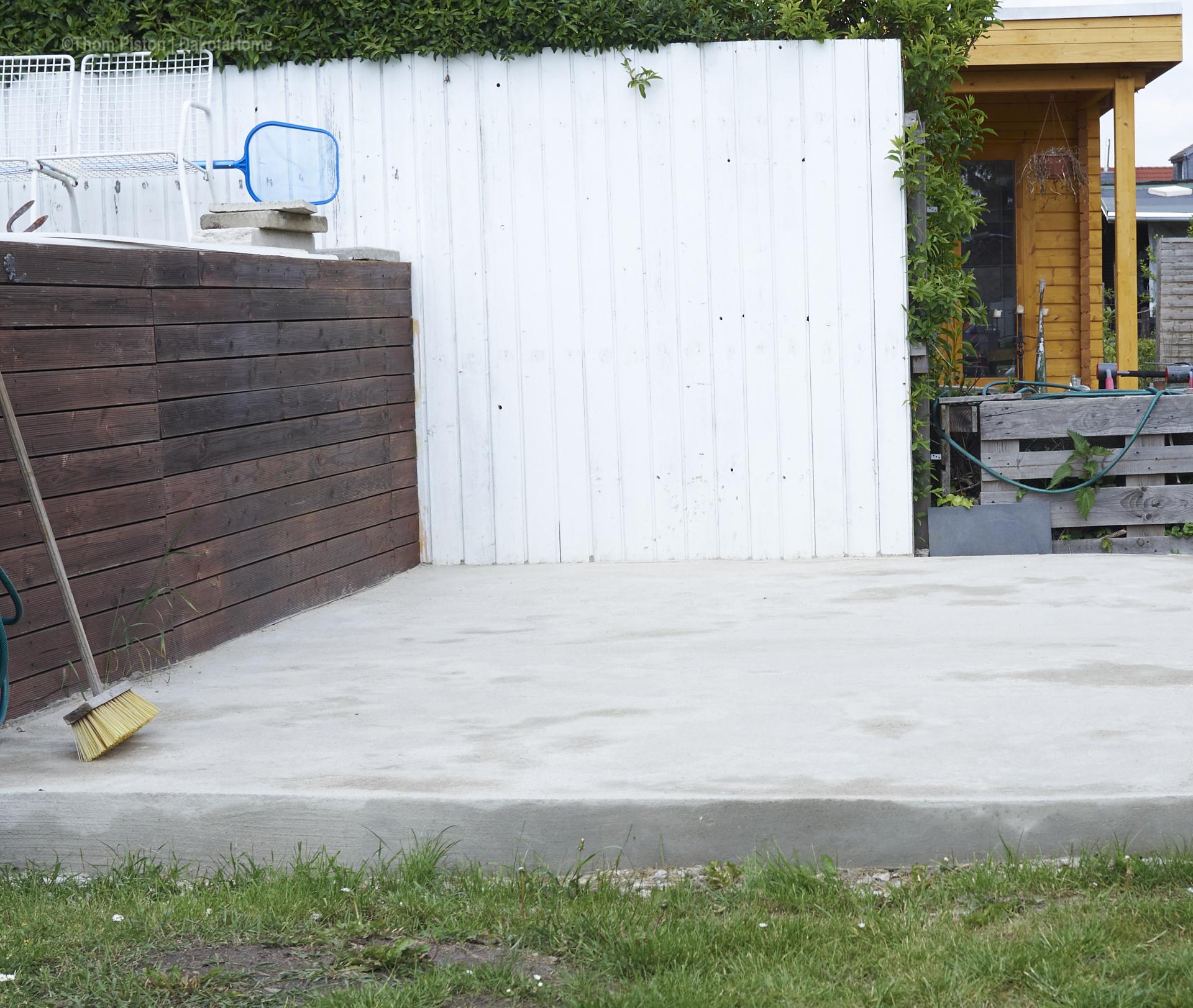 die endlich fast fertige Terasse neben dem Pool