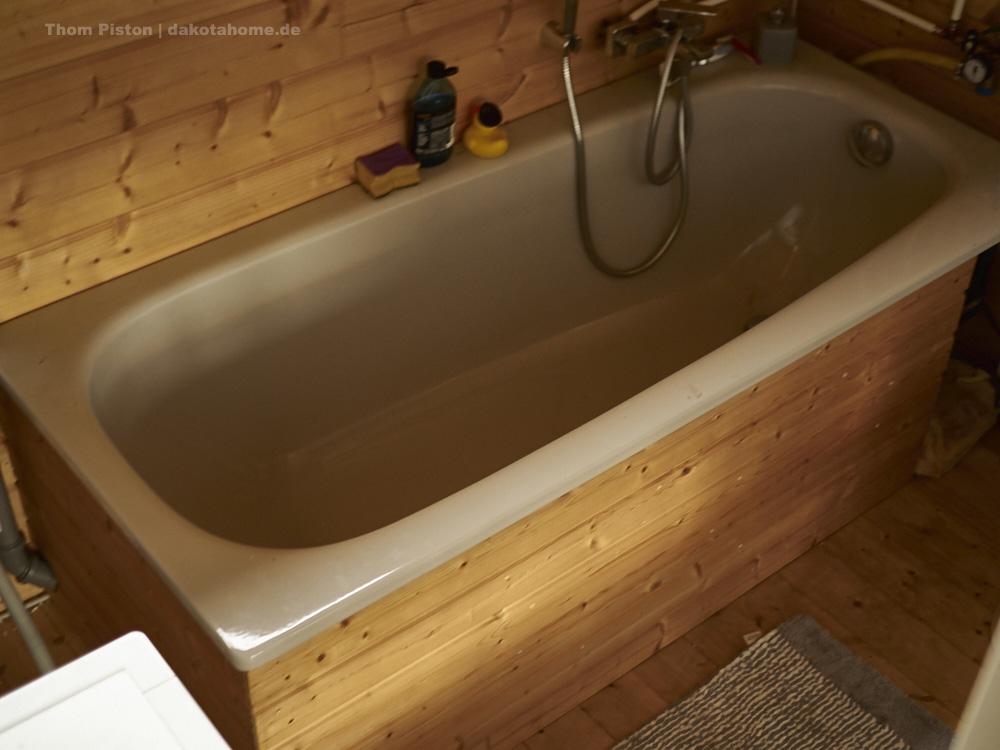 Badewannenverkleidung im tinyhouse selbst gebaut