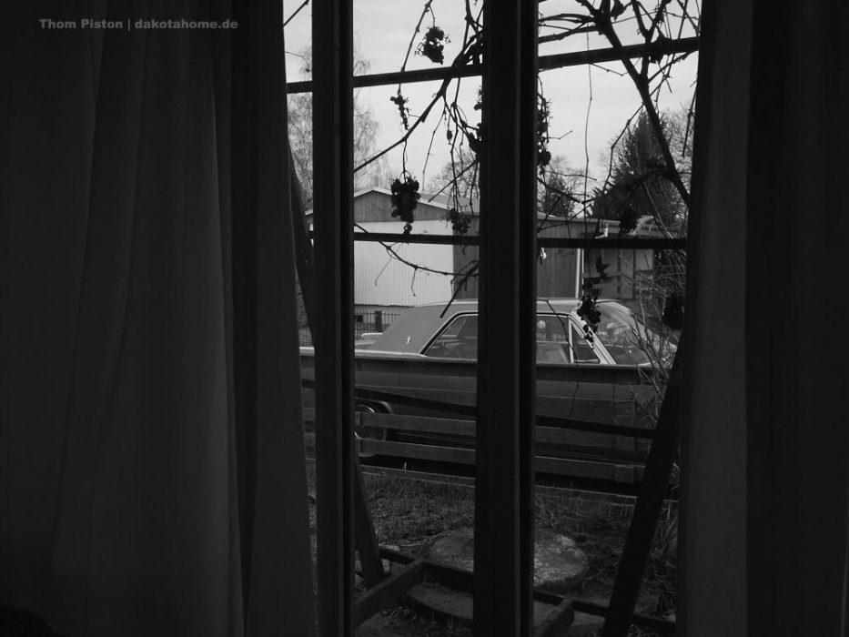 Abraham..voll Geil wenn man aus dem Fenster sieht und da steht unser 1962 Lincoln Continental. Da steht er zwar draussen aber Sturmsicher