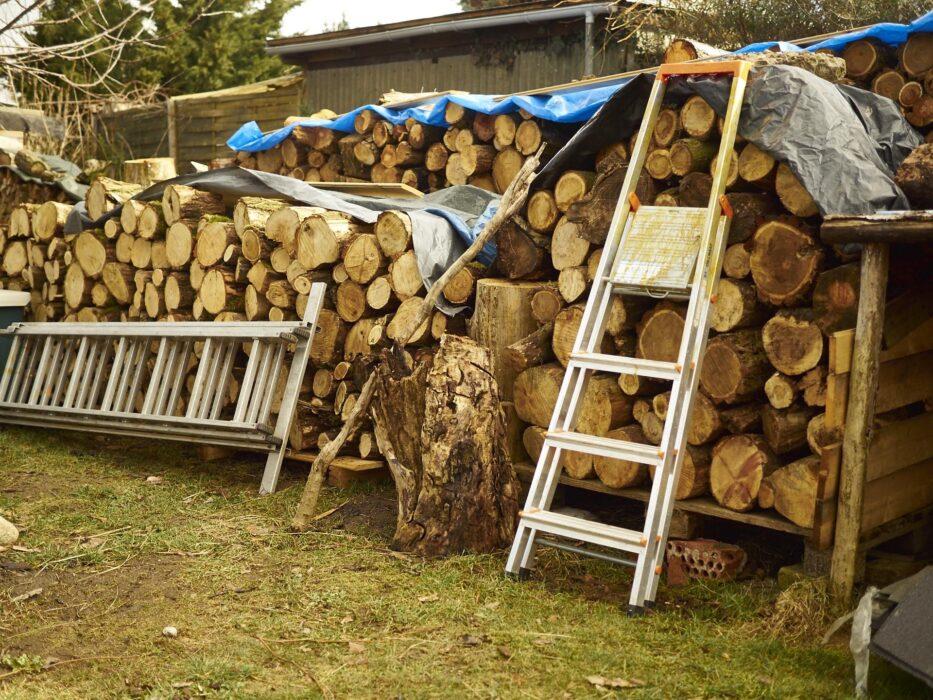 ummm...natürlich Holz zu machen