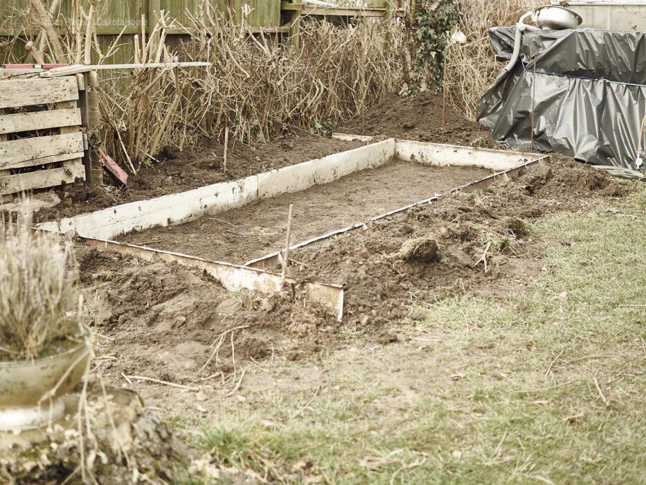 strassenschalung für den Betonboden der neuen aussenkücke