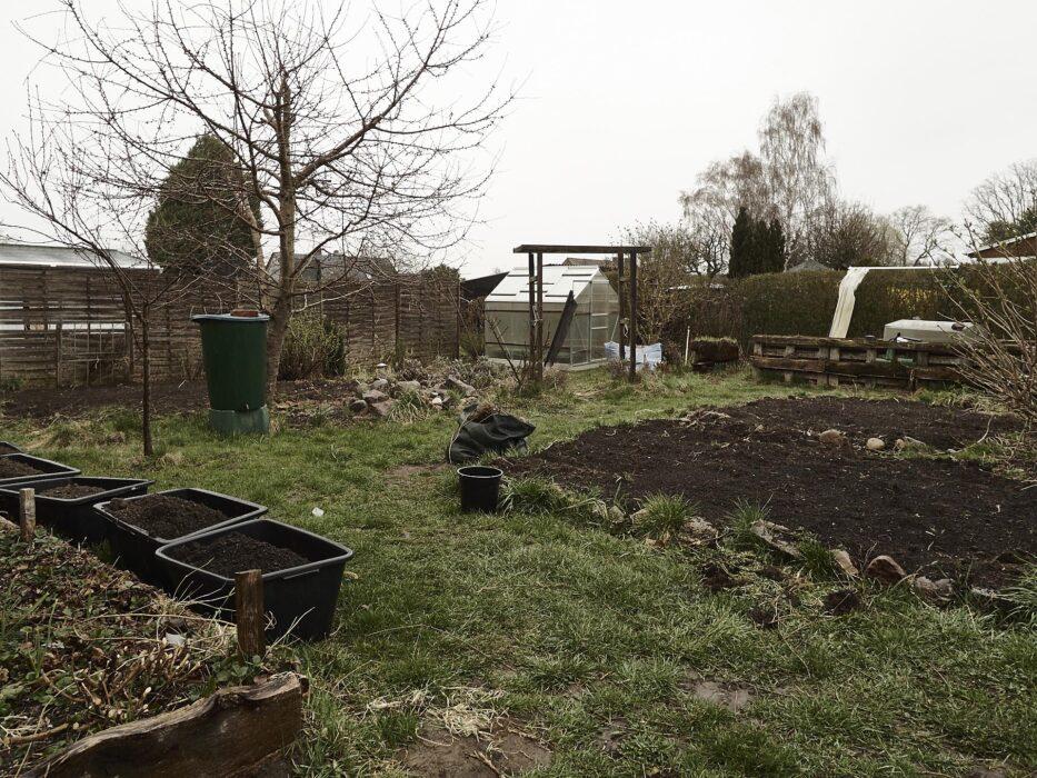 1000 Dank nochmals Ihr lieben, das Gewächshaus fügt sich super in unseren Garten ein und wird viel Freude bringen.