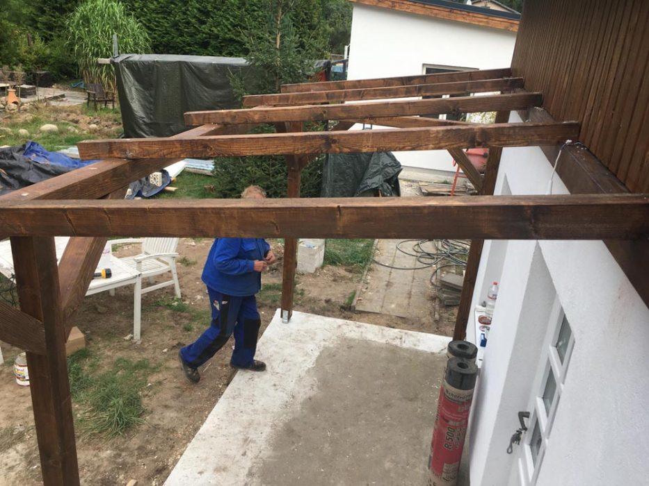 Rauspund und Dachpappe aufbringen