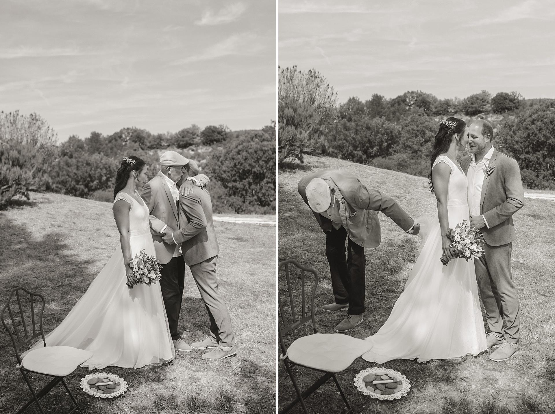Traumhafte Hochzeit in der Provence. Brautvater übergibt seine Tochter dem Bräutigam.