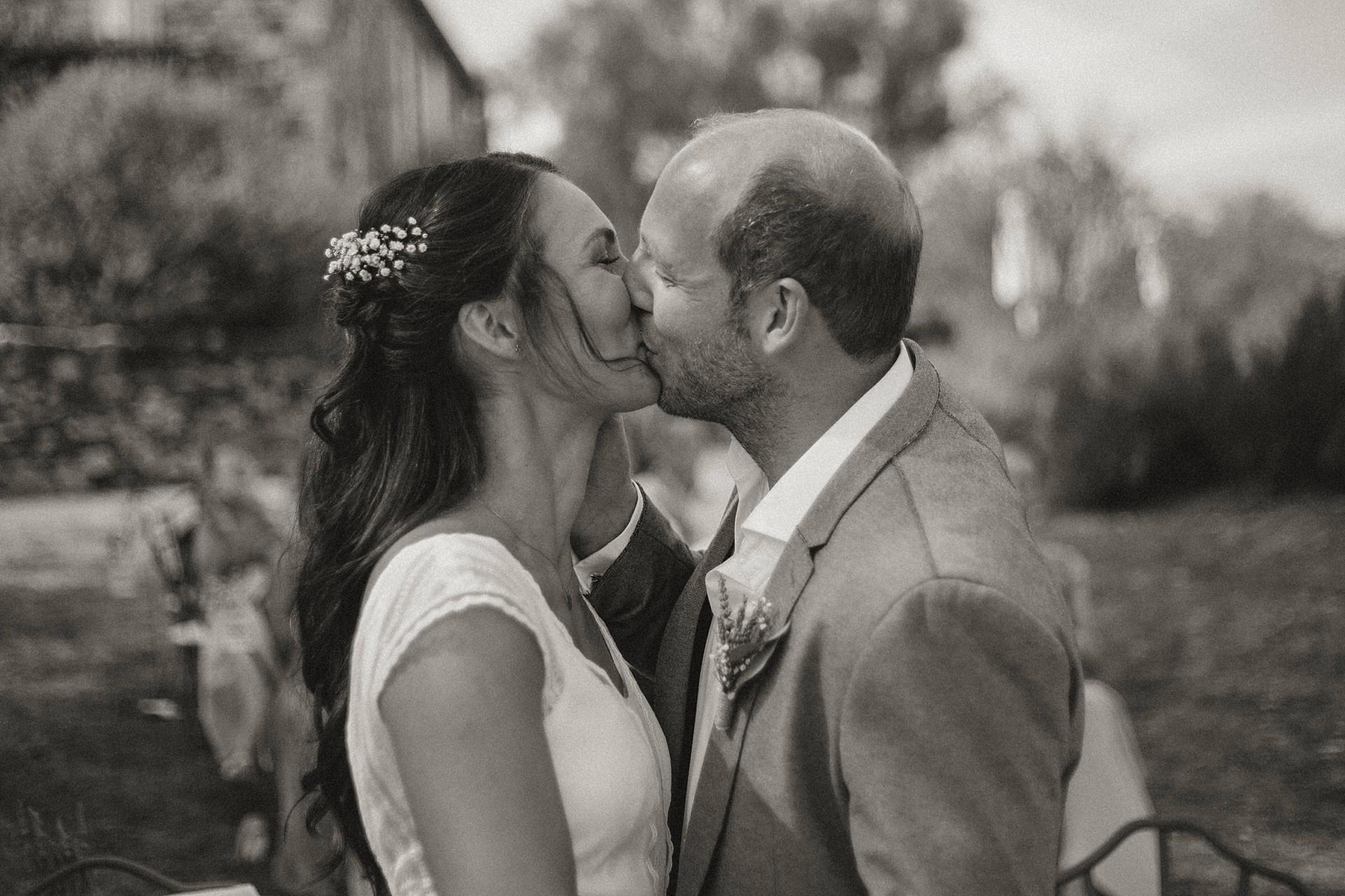 Traumhafte Hochzeit in der Provence. Der Kuss.