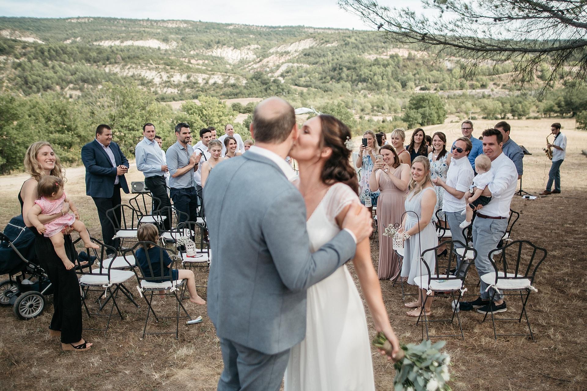 Traumhafte Hochzeit in der Provence. Das glückliche Brautpaar.