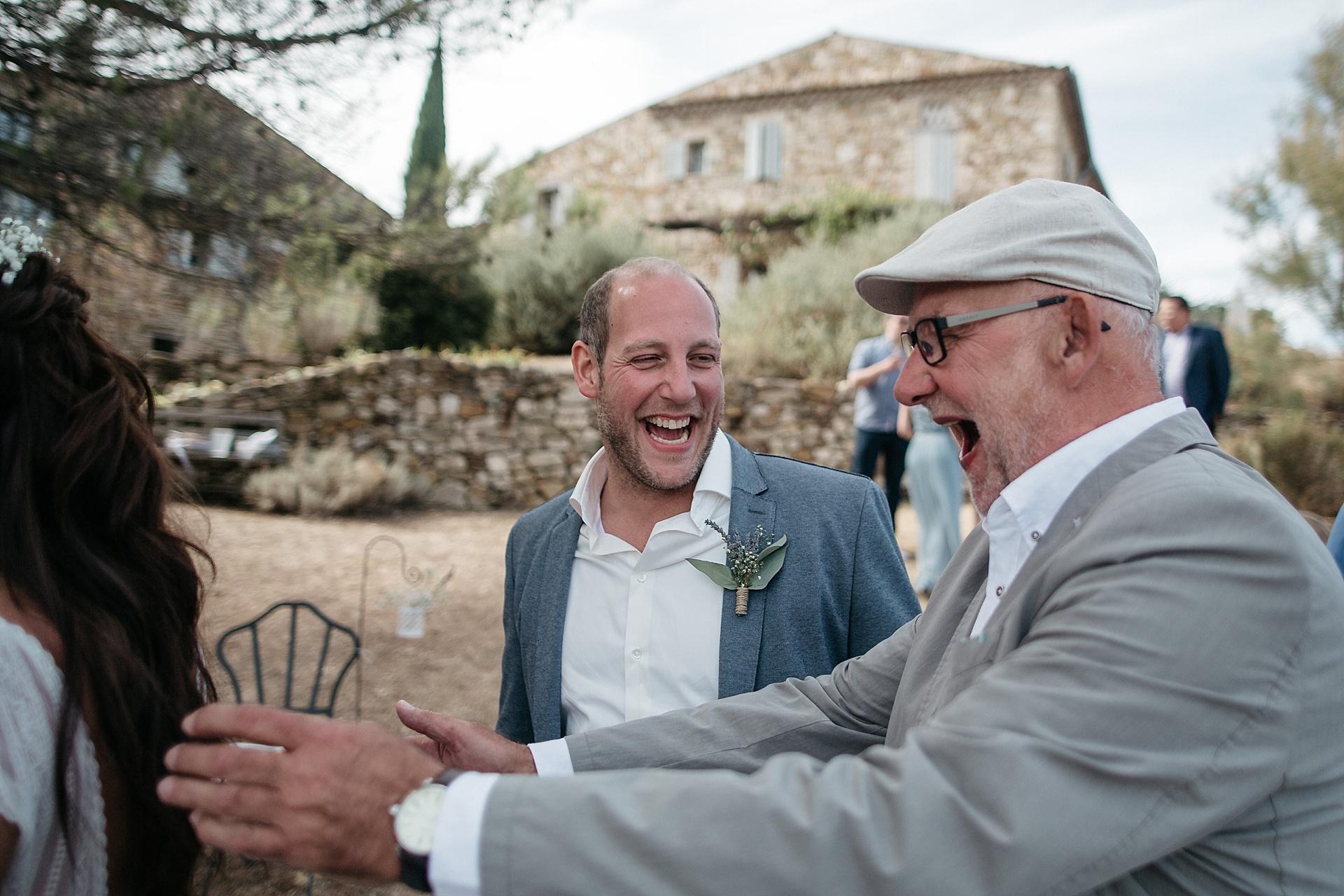 Traumhafte Hochzeit in der Provence. Geschafft. Jetzt wird gefeiert.