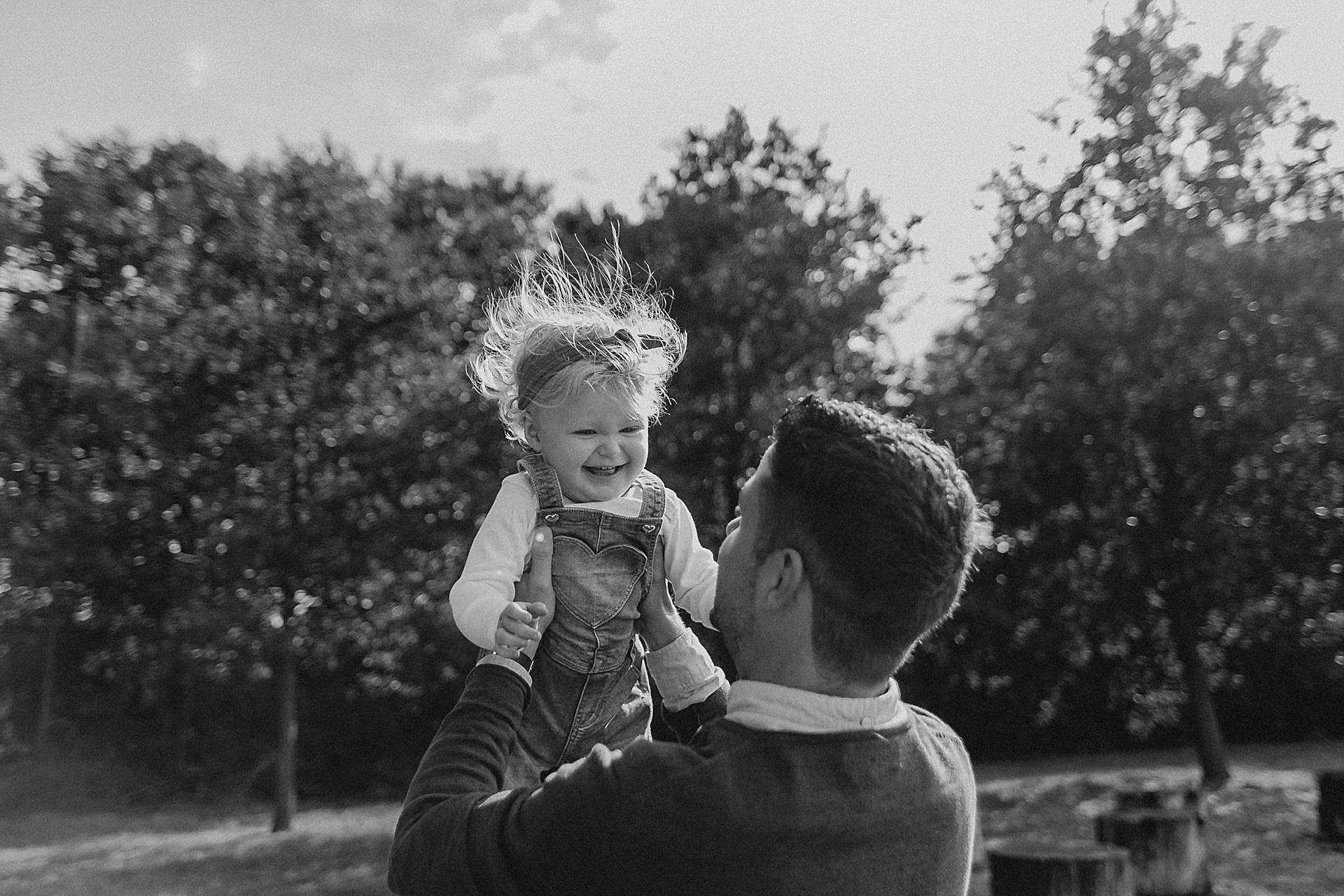 familienfotograf-familien-reportage-bremen-danielzube-familienfotografie_0003.jpg