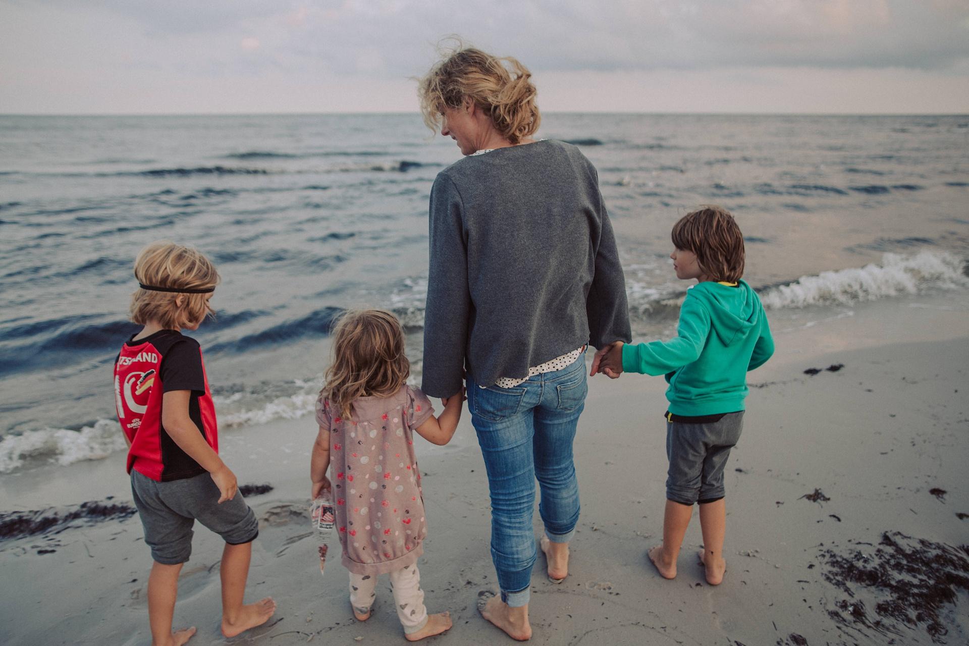 Hand in Hand - Bornholm Momente - Strandcamping am Dueodde