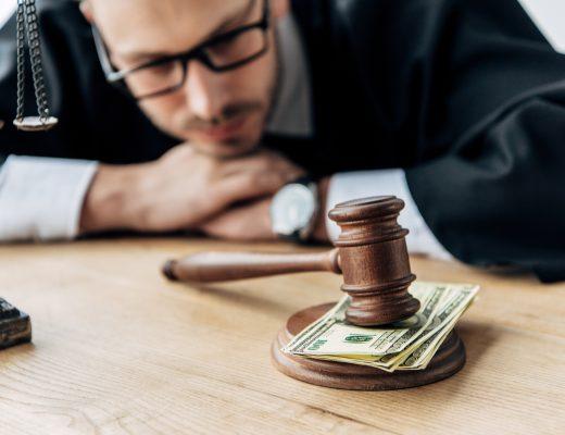 Jura og penge