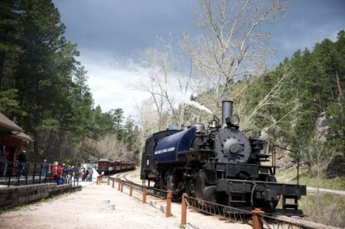 Krøderbanen er den norske varianten av Black Hills railroad i Sør-Dakota, USA. Begge banene går gjennom cowboy- og indianerland, skjønt sistnevnte er noe mer kjent..... Foto: Lisa Rypeng