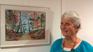 Corrie bij haar schilderij