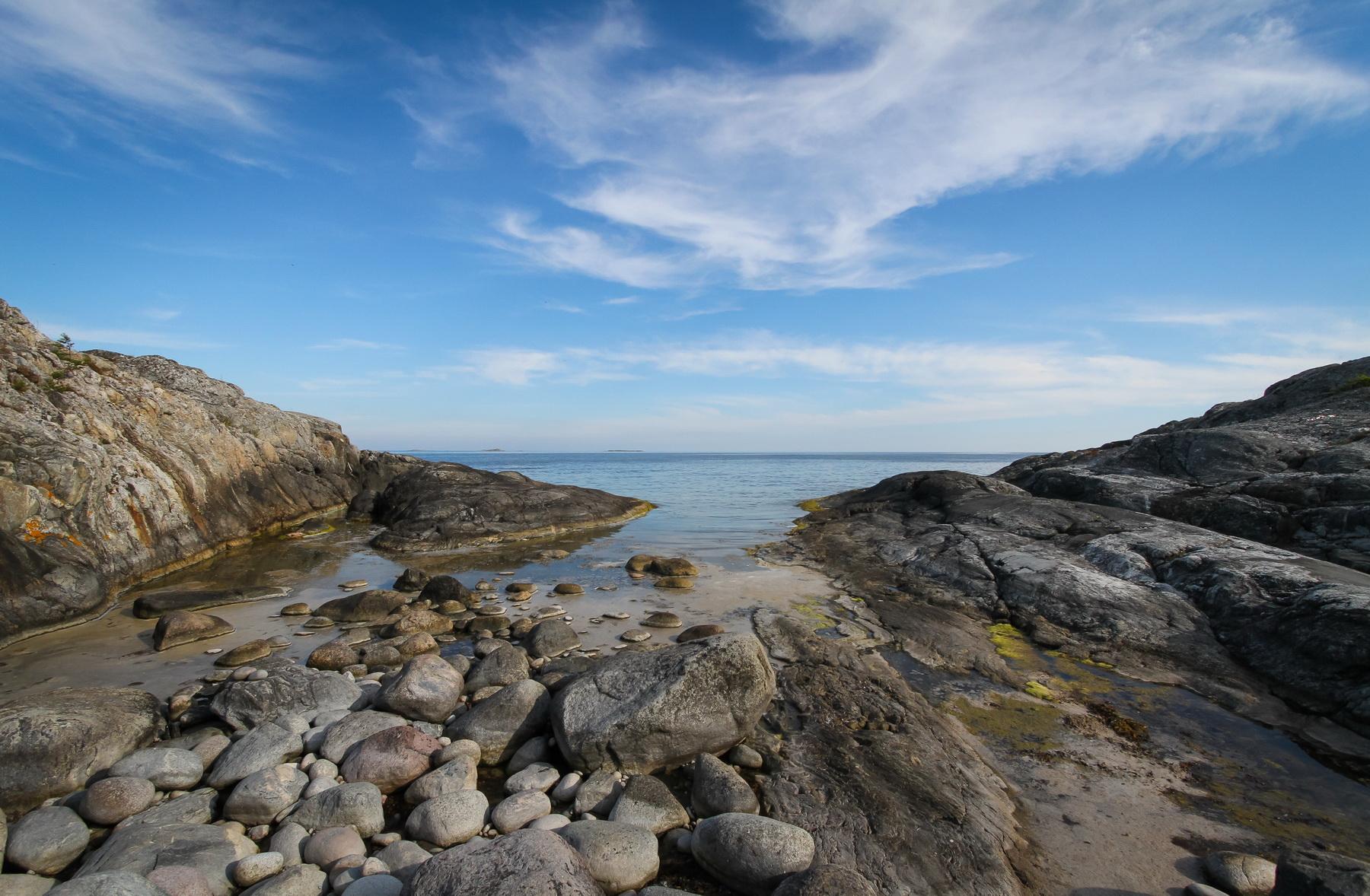 klippor-vid-vatten