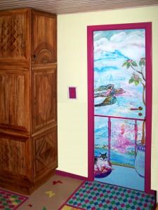 Boligudsmykning til private feriestemning vægmaleri Xenia Michaelsen børneværelse dørudsmykning