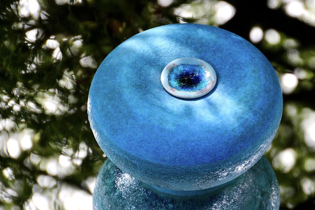 Diverse handgemaakte keramische urnen