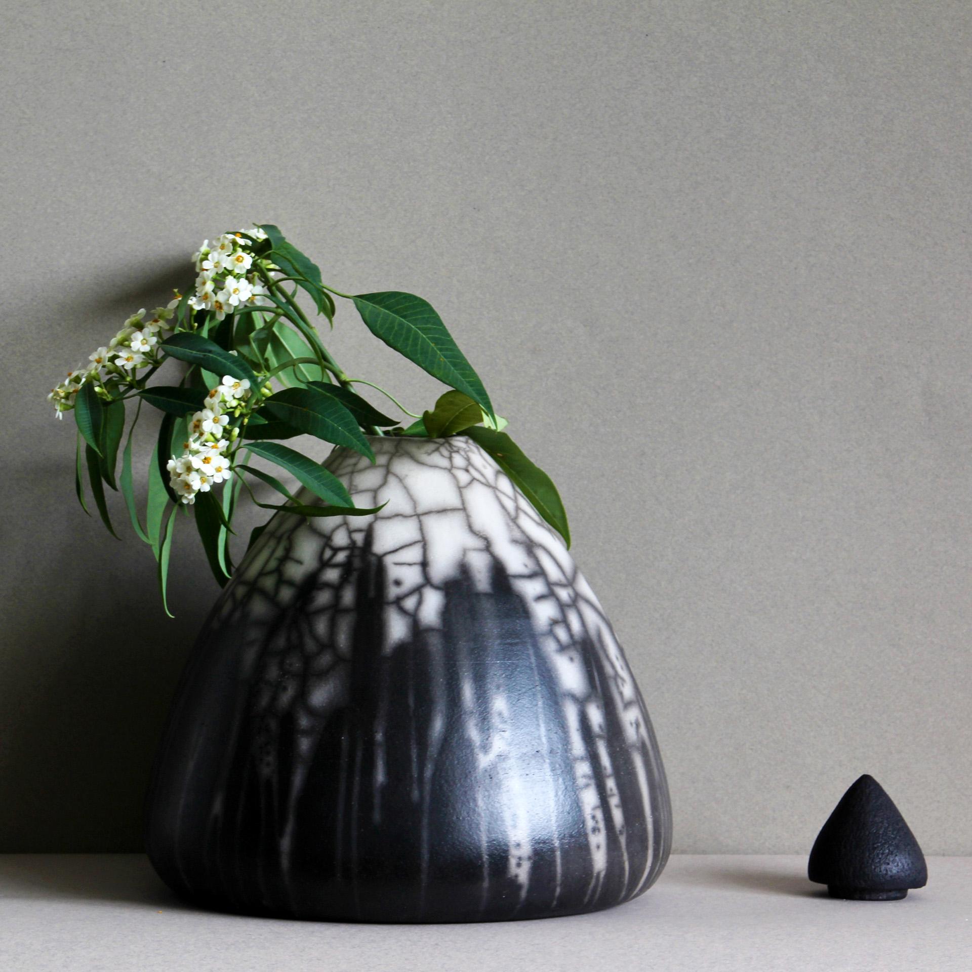 Handgemaakte urn van Raku Keramiek