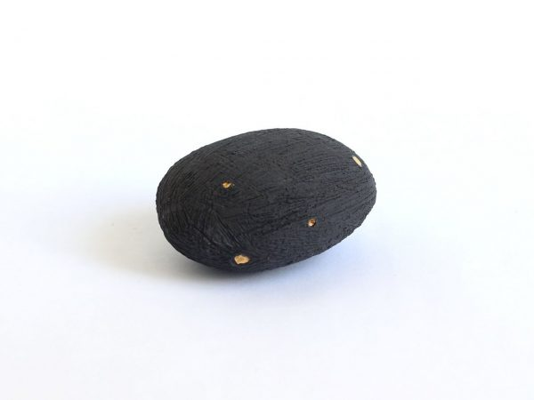 Handgemaakte Zwarte Keramische Pebble Met Goud p1 (1)