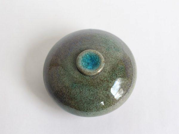 Handgemaakte Groenige Keramische Mini Urn b10 (2)
