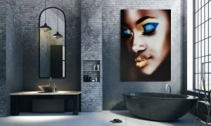 poster van afrikaanse vrouw met gouden lippen in badkamer op plexiglas