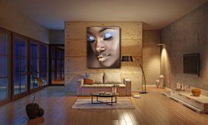 poster van afrikaanse vrouw met gouden lippen in woonkamer op plexiglas