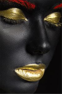 meisje met gouden make up