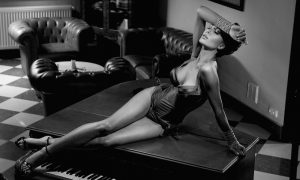 poster of sexy woman laying on piano op plexiglas