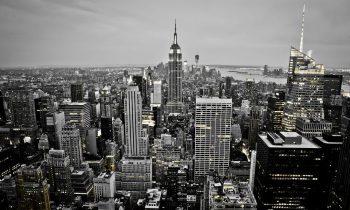 new york skyline bij valavond op plexiglas
