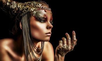 Plexiglas schilderij - Art project: beautiful woman with golden make-up