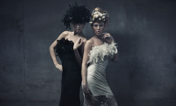 Plexiglas schilderij - Fine art photo of two fashion ladies