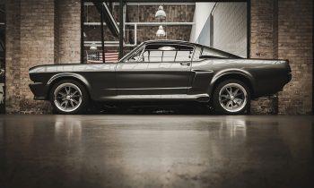Plexiglas schilderij - Grijze vintage Ford Mustang GT 500 op plexiglas van 5 mm dikte