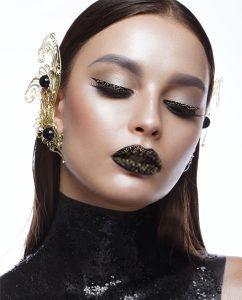 Plexiglas schilderij - Beautiful girl with black creative art make-up and gold accessories