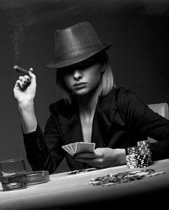Plexiglas schilderij - Beautiful young woman playing poker