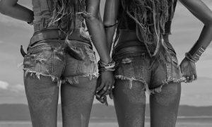 Plexiglas schilderij - Close up image of hippie girls buttocks wearing denim shorts