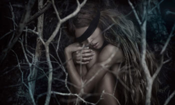 blindfolded woman in a forest foto-art