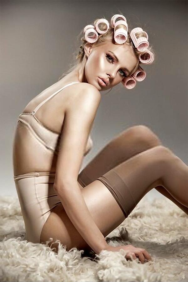 Nude woman in underwear foto-art