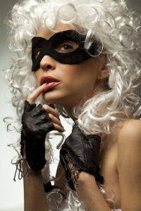 gorgeous Incognito woman in ancient style wig and mask foto-art