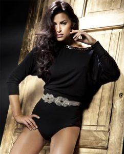 Romantic style photo of beautiful brunette lady posing