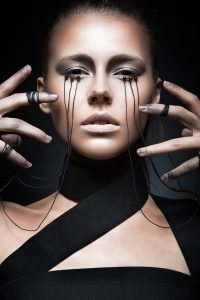 Gothic style and the threads of eyes
