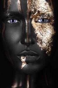 Fashion portrait of a dark-skinned girl