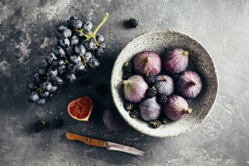 figs with blackberries and grapes