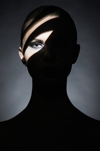 jonge dame met kunst make-up