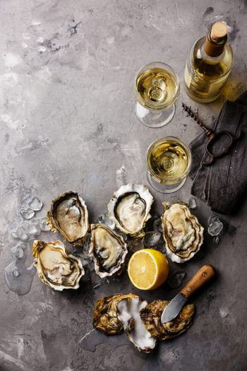 Oysters Fines de Claire and white wine